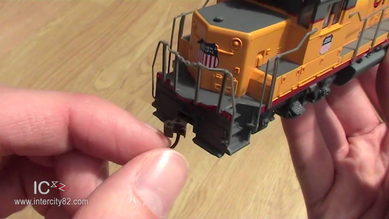Opening the EMD GP40 in Union Pacific - YouTube on