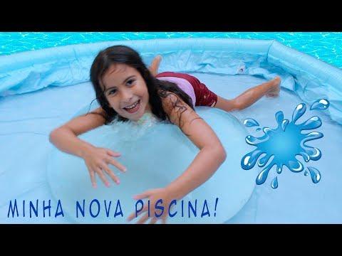 MARIA CLARA BRINCANDO NA NOVA PISCINA DE PLÁSTICO