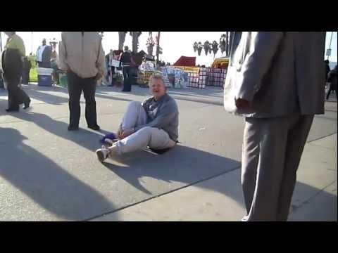 MAN EXPOSES HIMSELF VENICE BEACH CALIFORNIA  DEC 4, 2011