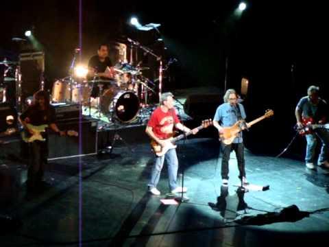 Hombres G - Voy a Pasarmelo Bien @ Gibson Amphitheatre (2011/06/10 Universal City, CA)