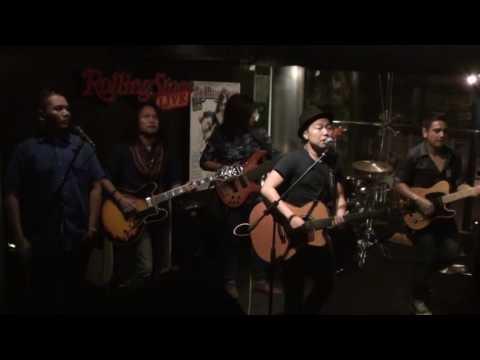 Download lagu gratis Sandhy Sondoro Feat Jakarta Blues Factory – Don't Let It Bring You Down terbaru 2020