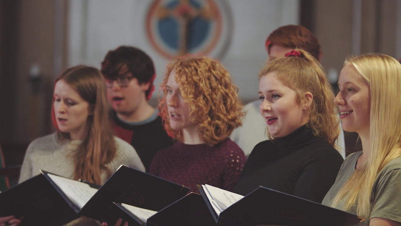 Kerensa Briggs: Media Vita - The Choir of Pembroke College, Cambridge and Anna Lapwood