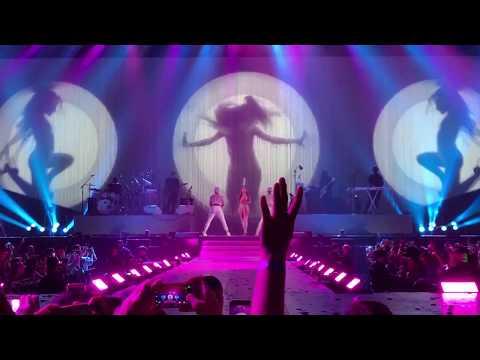 ARIANA GRANDE | Focus [Live at Barcelona Dangerous Woman World Tour 2017]