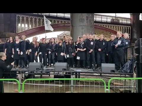 "The Commoners Choir sing ""Jeremy Hunt"" at Take Back Manchester Festival"