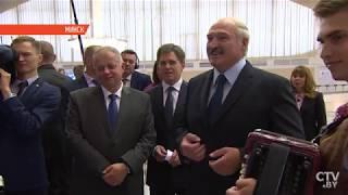 "Лукашенко поёт с баянистом | ""Растёт, растёт возле дома калина..."""