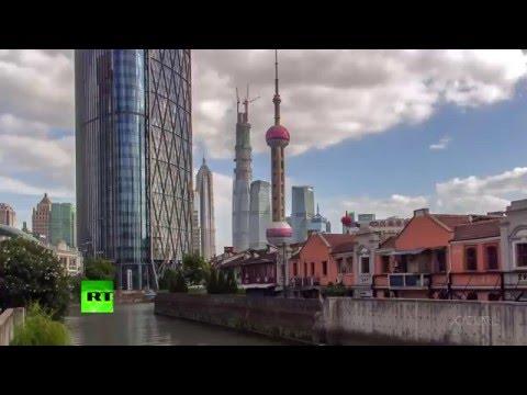 2 min Timpelapse: 630m Shanghai lightshow skyscraper dwarves megapolis