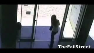 Нарезка неудач со стеклянными дверями