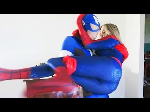 SPIDERMAN vs CAPTAIN AMERICA Battle - Superheros IRL (SPIDERGIRL)