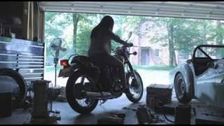 バイクに乗りはじめた娘と、バイクとともに歩んできた父。 父はバイクと...