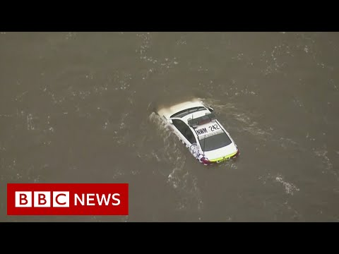 Parts of Australia hit by worst flooding in a century - BBC News