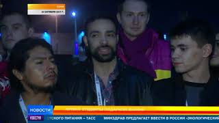 Путину студенты подарили значки