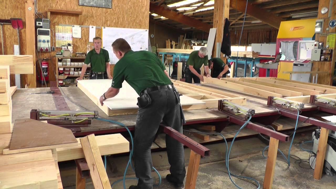 Holzrahmenbau in der Vorfertigung - YouTube