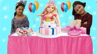 BARBİE'YE SÜRPRİZ DOĞUMGÜNÜ PARTİSİ! ÇOK EĞLENDİK DANS ETTİK  Happy Birthday Barbie Funniest Kids
