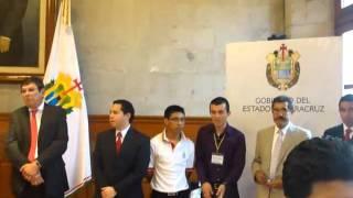 Los rostros mientras esperan a Javier Duarte en la Sala de Banderas.
