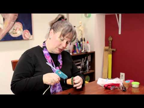 How to Decorate a Christmas Clay Pot : Decorative Crafts & Accessories