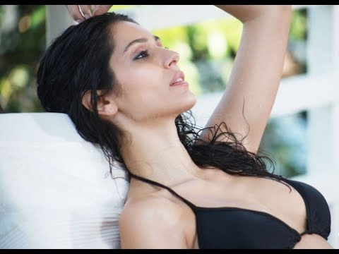 'Grand Masti' babe Bruna Abdullah's topless stint goes viral