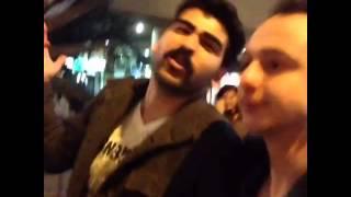 Bar'da az içmek için sokakta içkiye yüklenip sızanlar