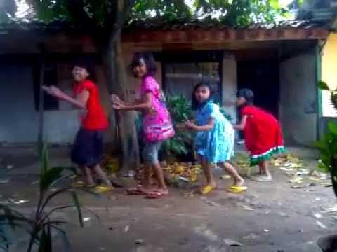 "2NE1 I AM THE BEST VERSI INDONESIA ""NEGATIF CELAKA"" MV - Mr X-Katrok & BAK1(Bakwan)"