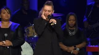 Miley Cyrus gives respects and performs in honor of Janice Freeman. thumbnail
