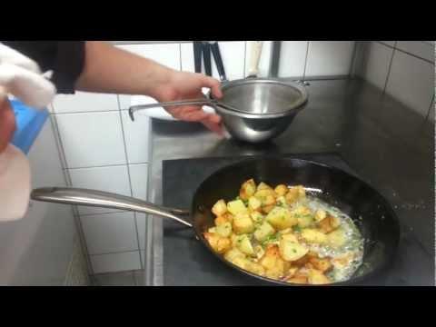 faire-des-patates-rôties---pommes-de-terre-grillées-au-beurre