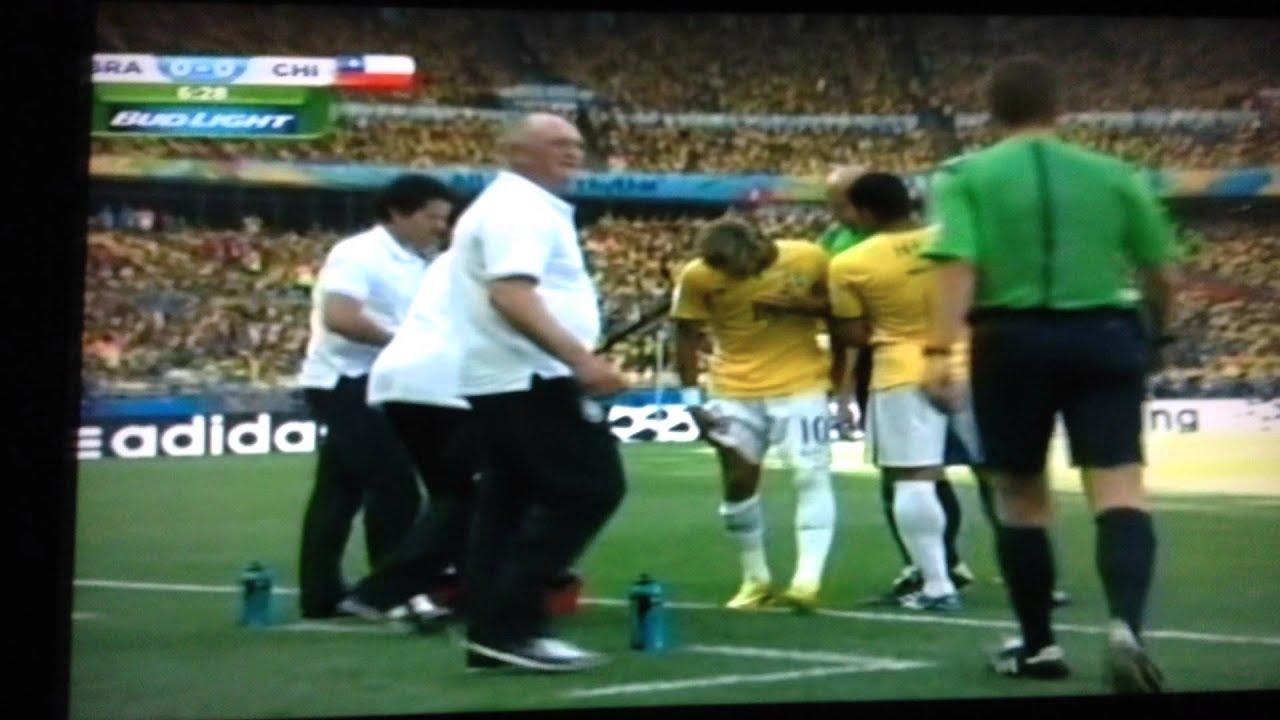 252bd35d19 BRASIL VS CHILE 2014 NEYMAR CASI LESIONADO AL MINUTO 6 00 - YouTube