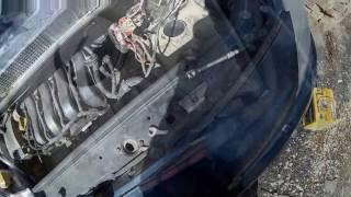 Замена лампы ближнего света в Рено Сценик 2/Replacement of a passing beam lamp in Renault Scenic 2