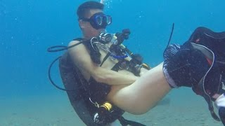 Crazy chinese dives naked in Bali.