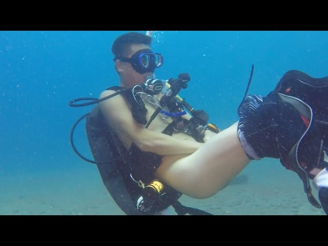 scuba divers Naked
