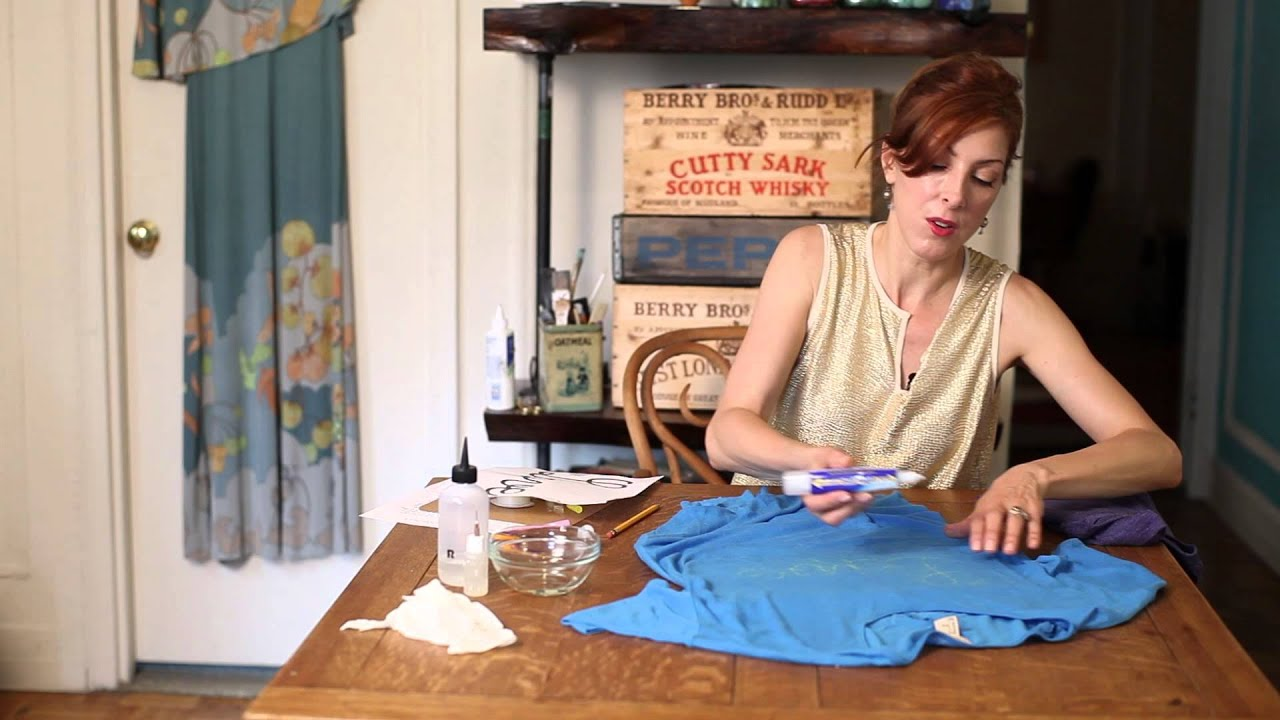 How to Write on a Shirt With Bleach : DIY Crafts