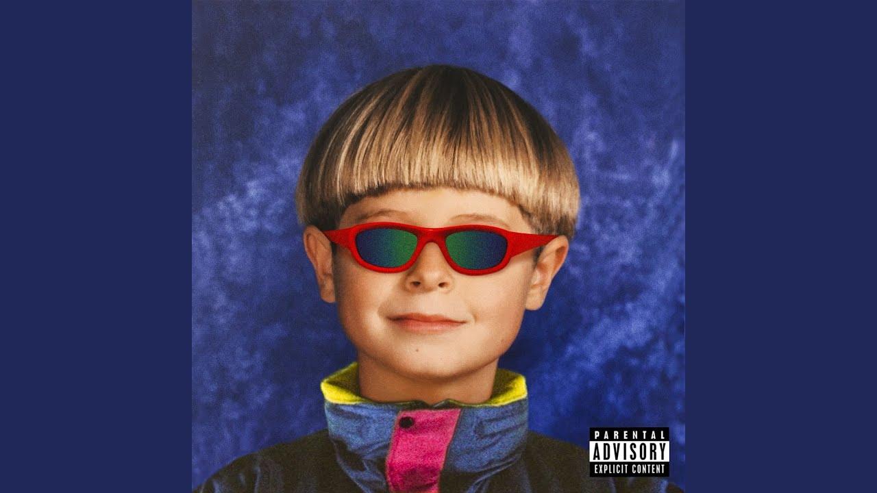 Singing Alien Boy - YouTube