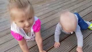 МАЛЫШ УБЕЖАЛ С КОЛЯСКОЙ сборник  Эльвира и братик Райан играют в прятки. Куклы пропали