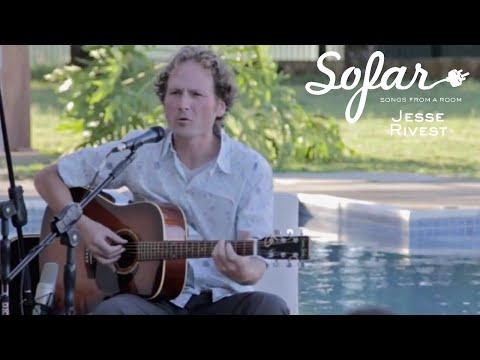 Jesse Rivest - A Traveller's Song | Sofar Brasília