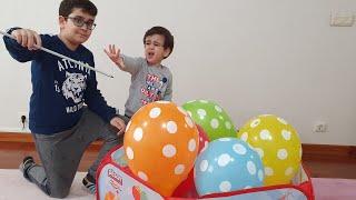 Berat Benekli Balonları Patlattı. Eğlenceli Çocuk Videosu