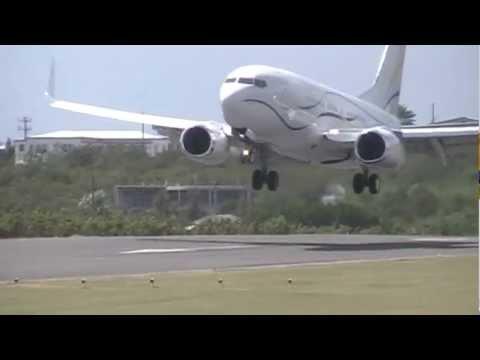 Boeing 737 landing Anguilla