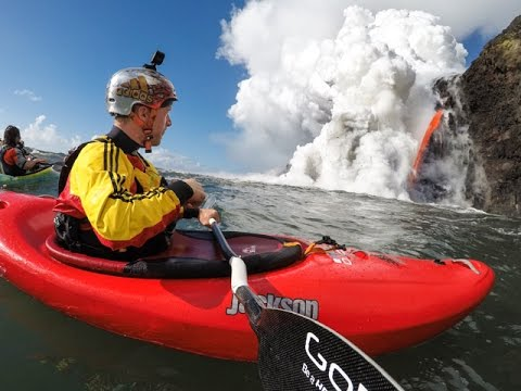 Video: Paddling next to active volcano in Hawaii