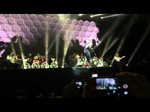 justin-timberlake-pusher-love-girl-live-abu-dhabi-2014