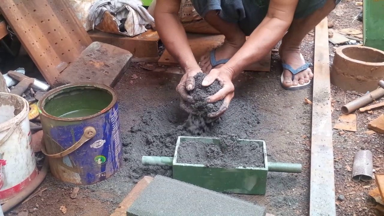 Cetakan paving manual model bata tebal 6 cm konstruksi.