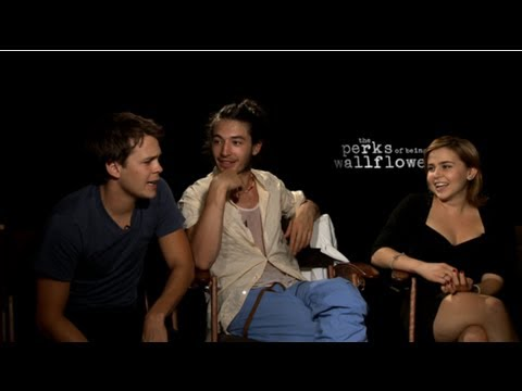 Mae Whitman, Ezra Miller, and Johnny Simmons Talk Bonding on the Perks of Being a Wallflower Set