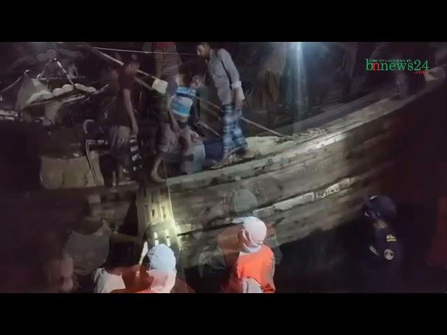 চরবাসিদের নিরাপদ স্থানে সরিয়ে নিচ্ছেন বাংলাদেশ কোস্ট গার্ড