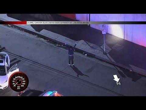 شاهد: رقص -الهيب هوب- أثناء محاولة الشرطة إلقاء القبض عليه…  - نشر قبل 3 ساعة