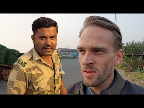 Indian Police Caught Me! Motorcycle on Mumbai-Pune Expressway! (Day 5: Vadodara to Pune)