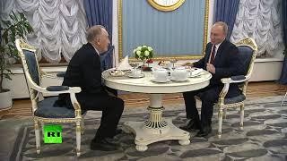 Путин поздравил композитора Родиона Щедрина с 85-летием картиной «Монтажник-высотник»