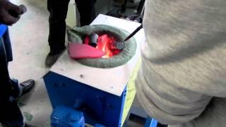 Индукционные печка- плавка металла(Индукционный нагреватель (печь) предназначен для работы с металлом, от закалки до ковки. Пайка металлов..., 2012-04-10T03:04:37.000Z)