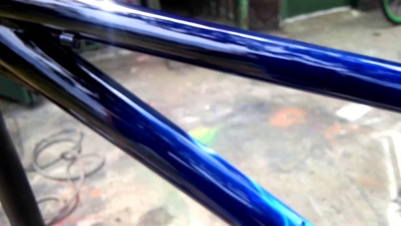 Aerografia en cuadro de bicicleta - YouTube
