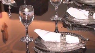 видео Раздвижной обеденный кухонный стеклянный стол: как правильно выбрать, на что обращать внимание