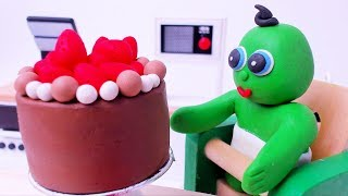 Green Baby And His Daddy Make Chocolate Cake - Stop Motion Cartoons For Kids