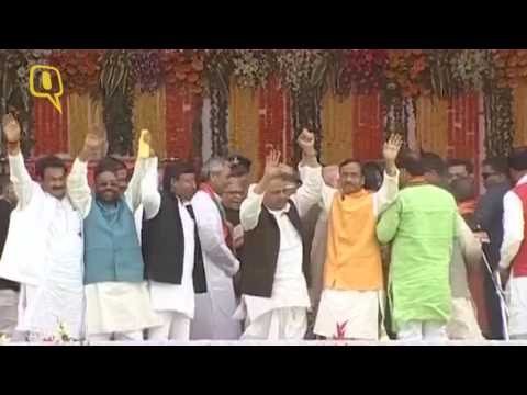 PM Modi Greets Akhilesh and Mulayam Singh Yadav at Swearing In of Yogi