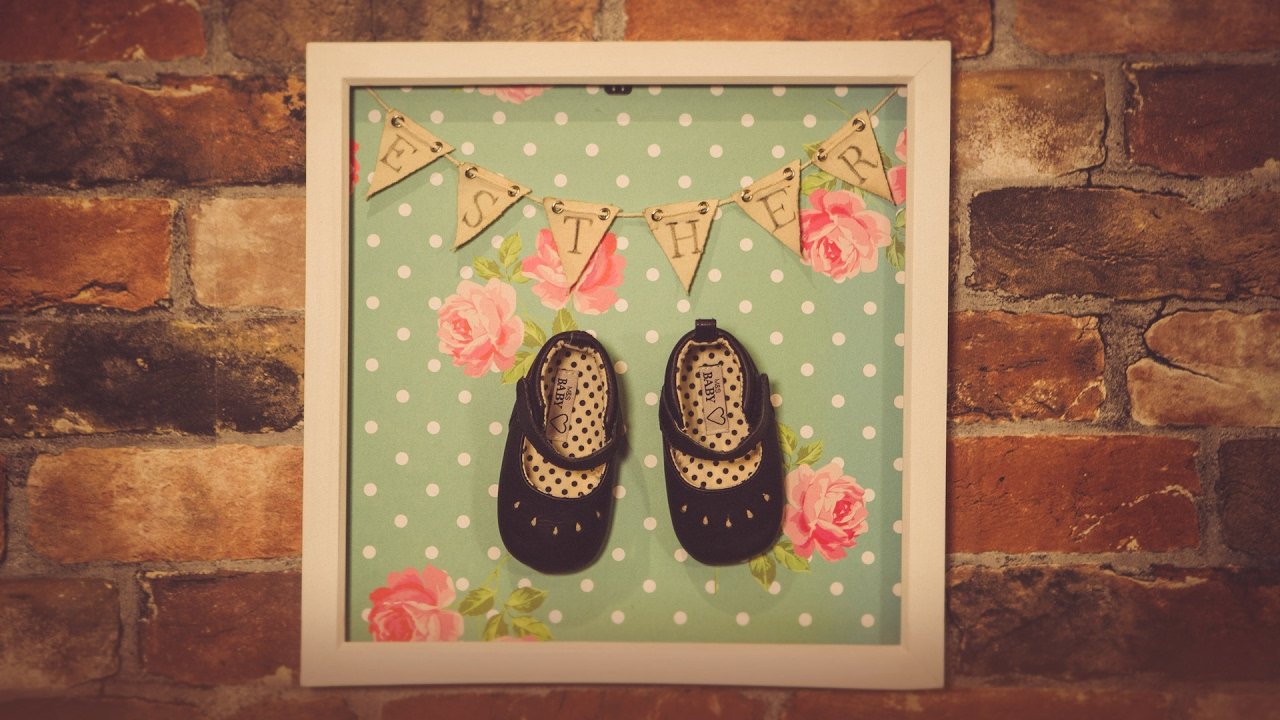 Display your baby\'s first shoes in a beautiful frame - Full version ...
