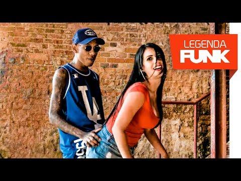MC Neguinho ITR - Ela monta e desmonta (Videoclipe Oficial) (DJ KR3) e MC Pedrinho do Engenha