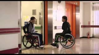ケガを負い再生をめざす1人の女性が、赤い車椅子と一緒に走りだす! 201...